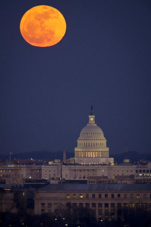 full-moon-2135225_1920